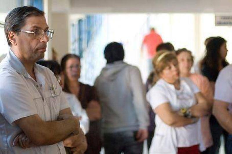 Usan las guardias médicas para nombrar más personal en Salud