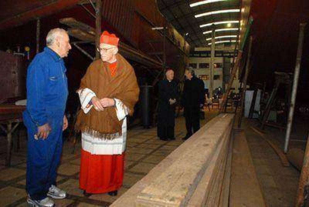 El cardenal Karlic ofició una misa en un galpón del astillero Contessi