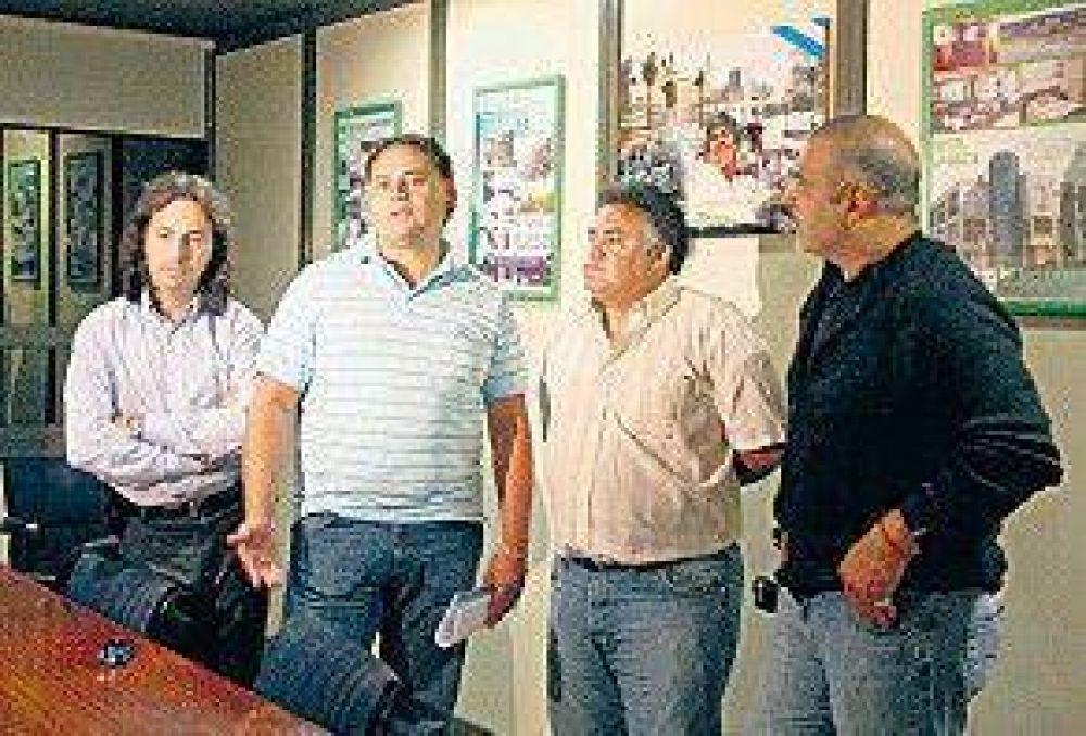 Unánime condena opositora a la intimidación de Camioneros
