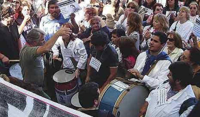 Masiva movilización de docentes en Santa Fe