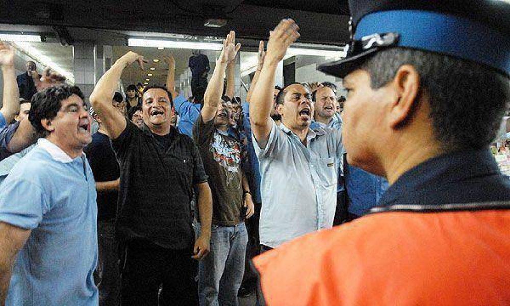 """Delegados rebeldes del subte opinaron que """"los pasajeros no son rehenes"""" del paro"""