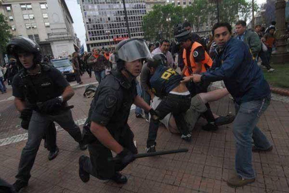 Incidentes, corridas y 40 detenidos en la Plaza de Mayo