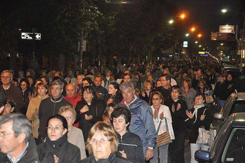 En plena ola delictiva, la Multisectorial convocó a poco más de un millar de personas a la marcha
