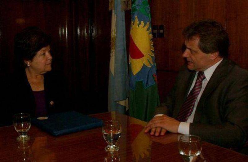 Pulti se reuni� con la Embajadora de EE.UU.