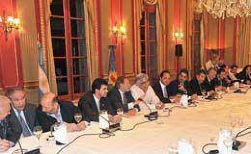 Consejo Nacional rechaz� renuncia de Kirchner a la jefatura del PJ