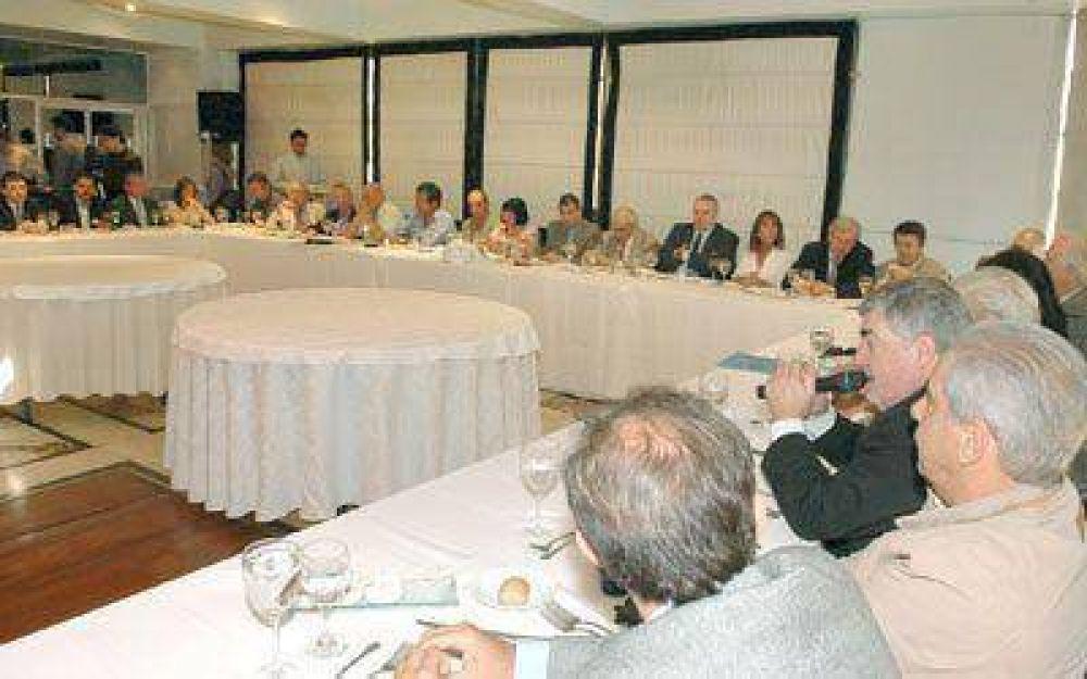 Das Neves disertó ante diplomáticos y ex funcionarios ayer en Buenos Aires