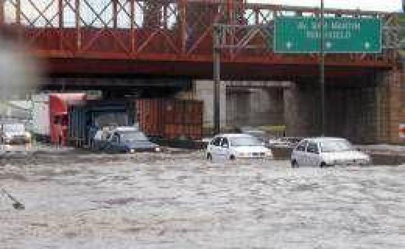 Un fuerte temporal produjo anegamientos en la Ciudad y el Conurbano