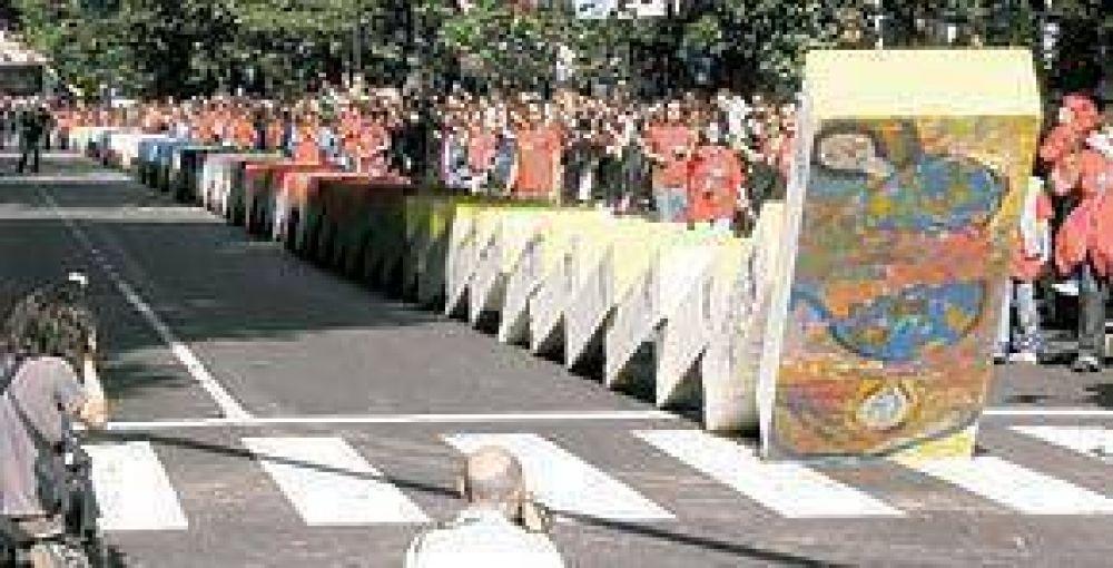 El muro volvió a caer, esta vez en plena Avenida de Mayo