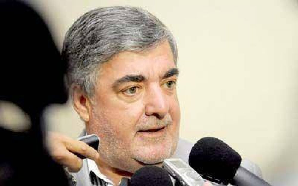 "Das Neves firma tres contratos del ""Plan Verano"""