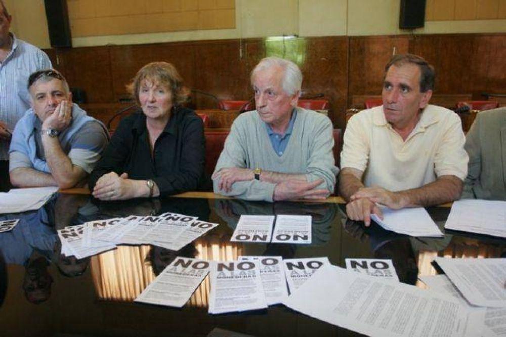 Referentes de diversas fuerzas política, contra las monederas
