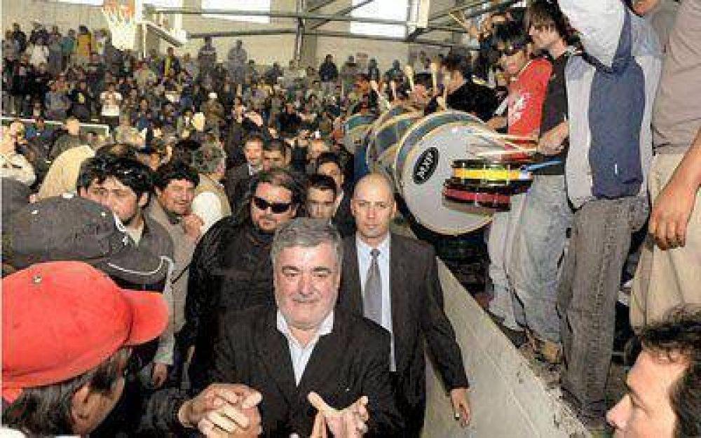 """Das Neves encabezó un acto con el respaldo de los """"dragones"""""""