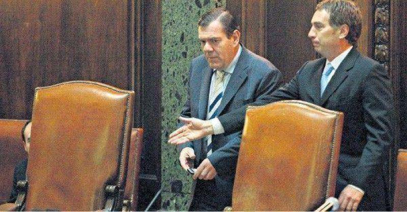 Montenegro fue a la Legislatura y recibió duras críticas opositoras