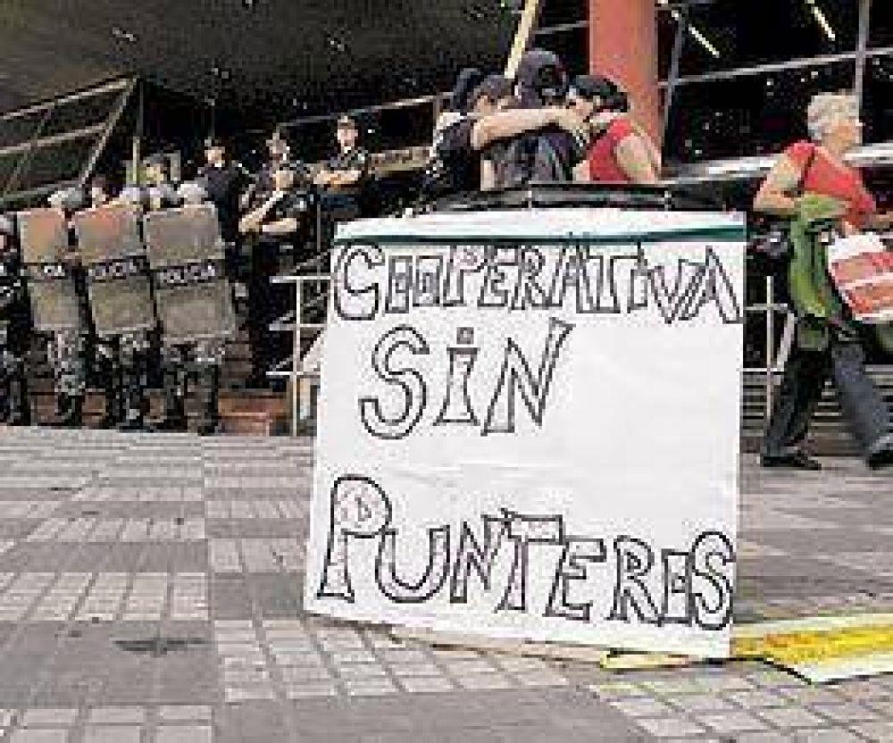 Detienen a 15 piqueteros tras un choque con la Policía en el conurbano