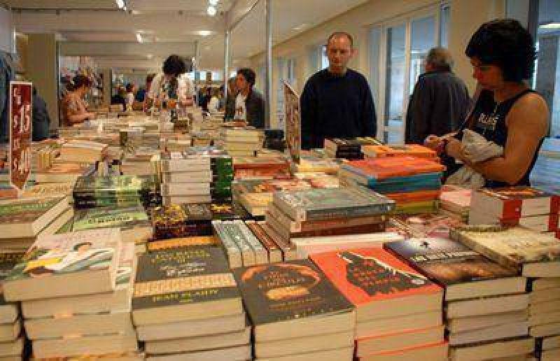 Tras la playa, la Feria del Libro volvió a colmarse de público