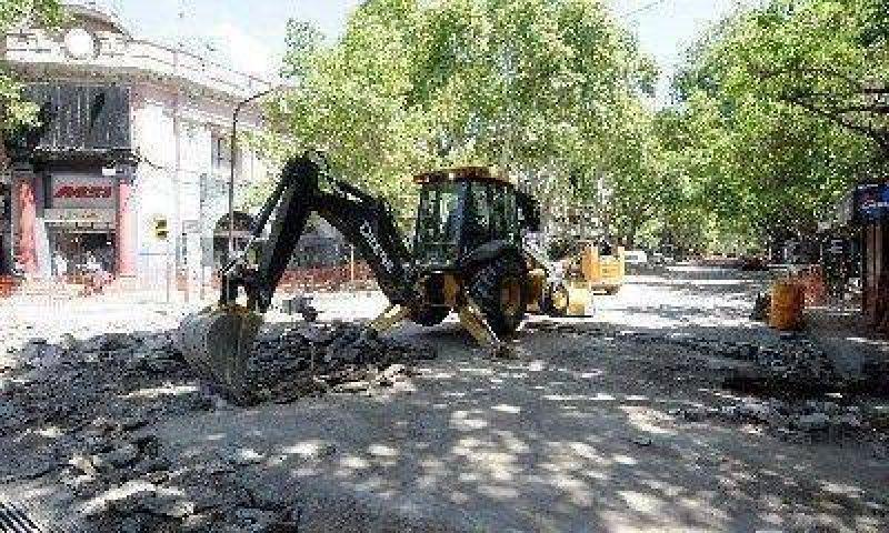 Se inician los trabajos de repavimentación en Rioja y Avenida General Paz.