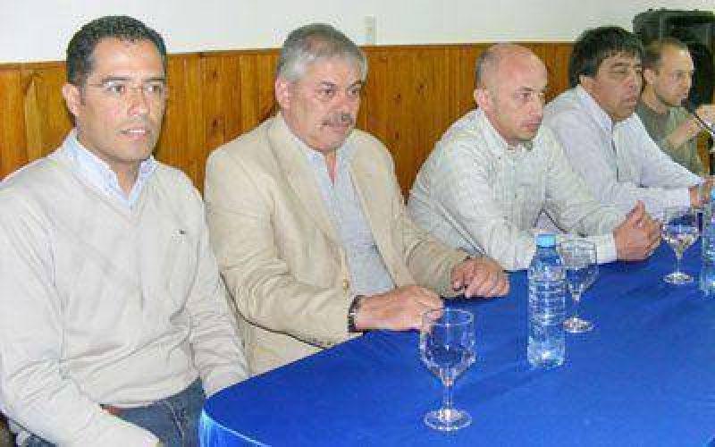 Firmaron el contrato para mejorar calidad de vida en barrios de Caleta