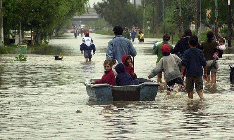 Cientos de evacuados por crecida de los ríos Paraná y Uruguay