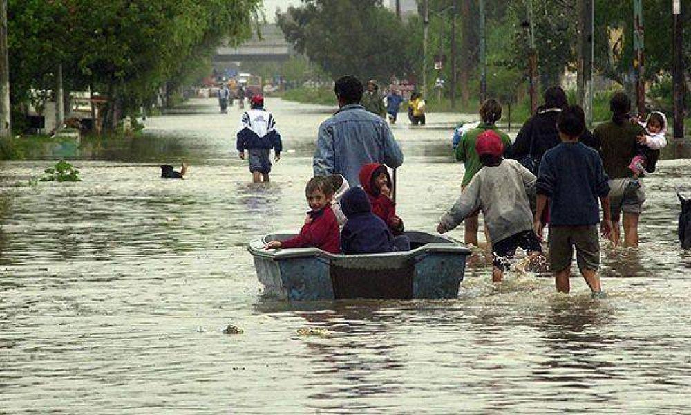 Por las lluvias y las inundaciones en el Litoral ya hay tres muertos y casi 10.000 personas evacuadas