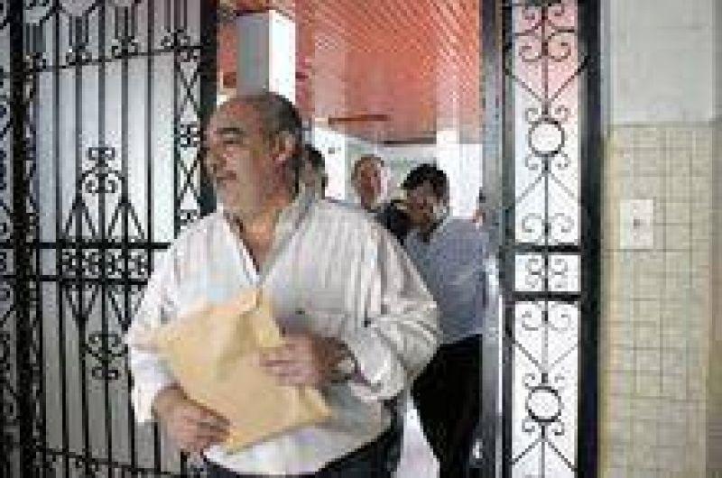 """Ricardo advierte: un aumento salarial """"hipoteca la provincia"""""""