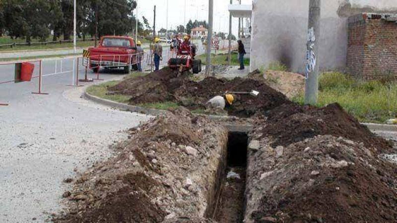 Comenzó la obra del nuevo plan municipal para extender los servicios en más de 100 cuadras de la ciudad