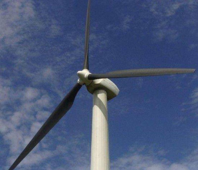 Zapala: molino eólico para agua y electricidad