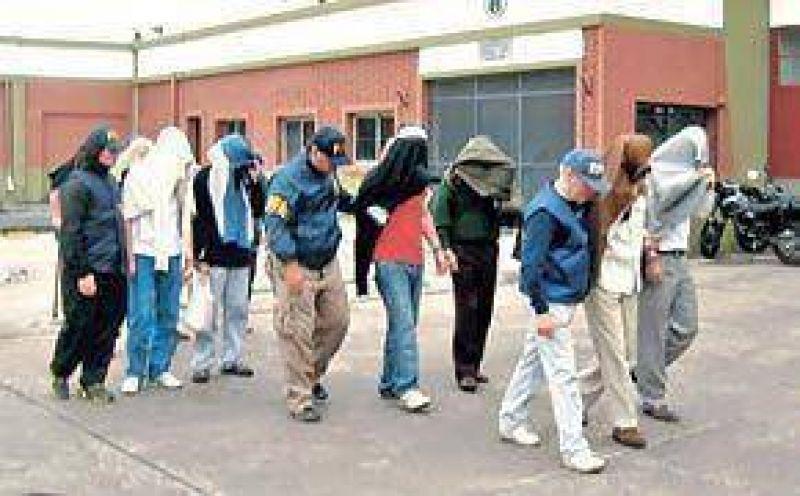 Allanan el ministerio de Salud y mandan a prisión a 6 dueños de droguerías