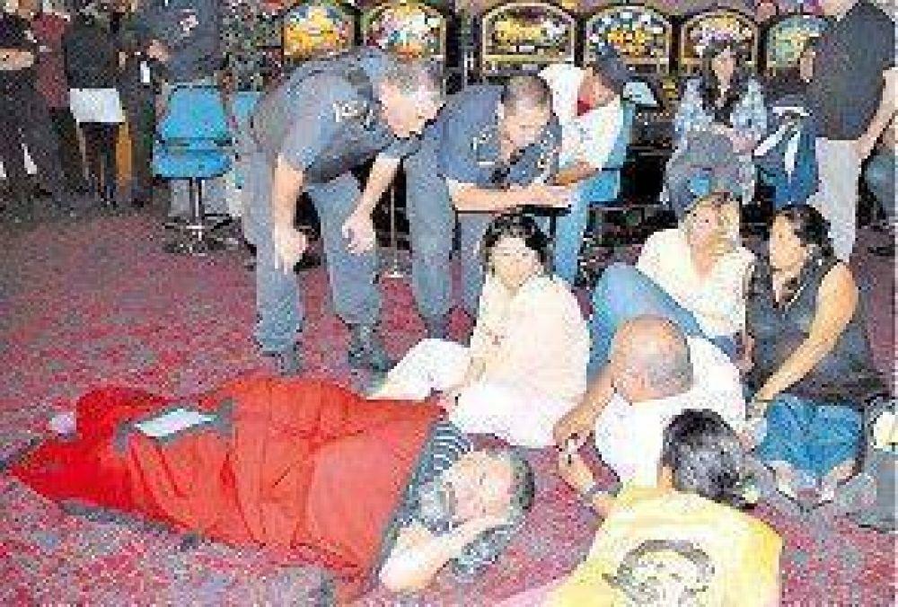 Castells protestó dentro de un bingo de La Plata