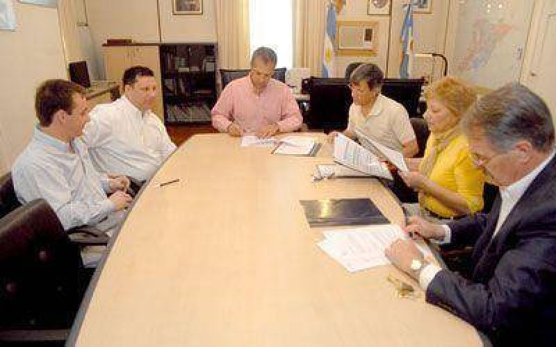 El municipio firm� un acuerdo de precios para la canasta navide�a