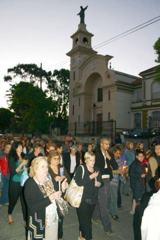 Cura párroco de la Sagrada Familia encabezó movilización ante la violencia que sacude al Puerto y deja sin fieles a la Iglesia