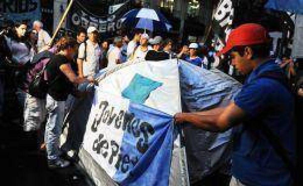 Piqueteros acampan en Avenida de Mayo