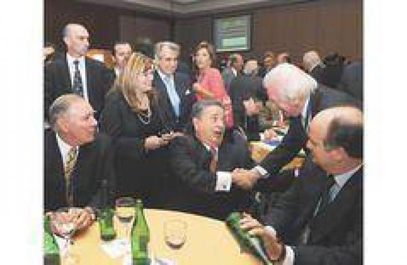 Duhalde buscó aliados en la UIA para mostrarse candidato