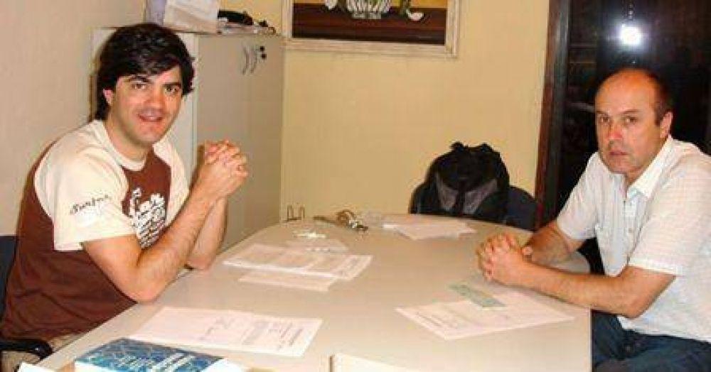 López Mancinelli entregó subsidio a la Escuela de Del Carril