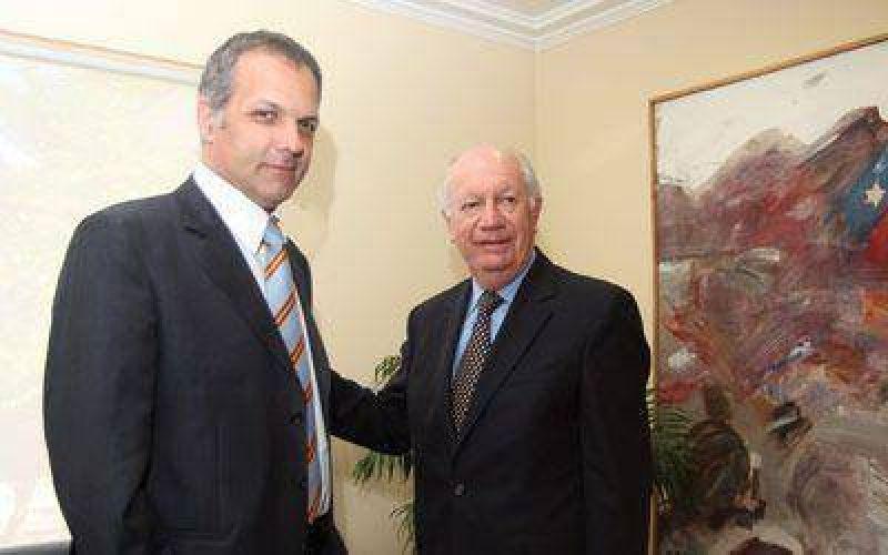 Buzzi se reunió ayer con dos ex presidentes chilenos