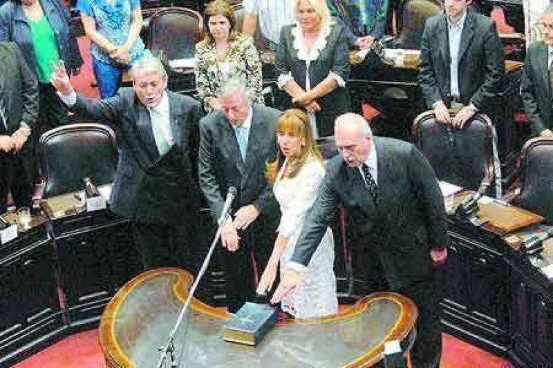 La oposición tomó el control político en el Parlamento