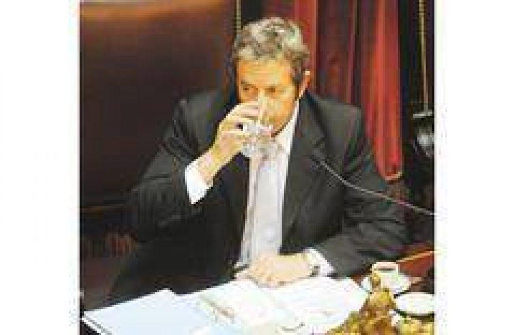 La oposición busca dominar el Senado y confía en Cobos