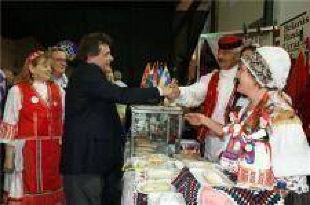 Pulti visitó Feria de las Colectividades