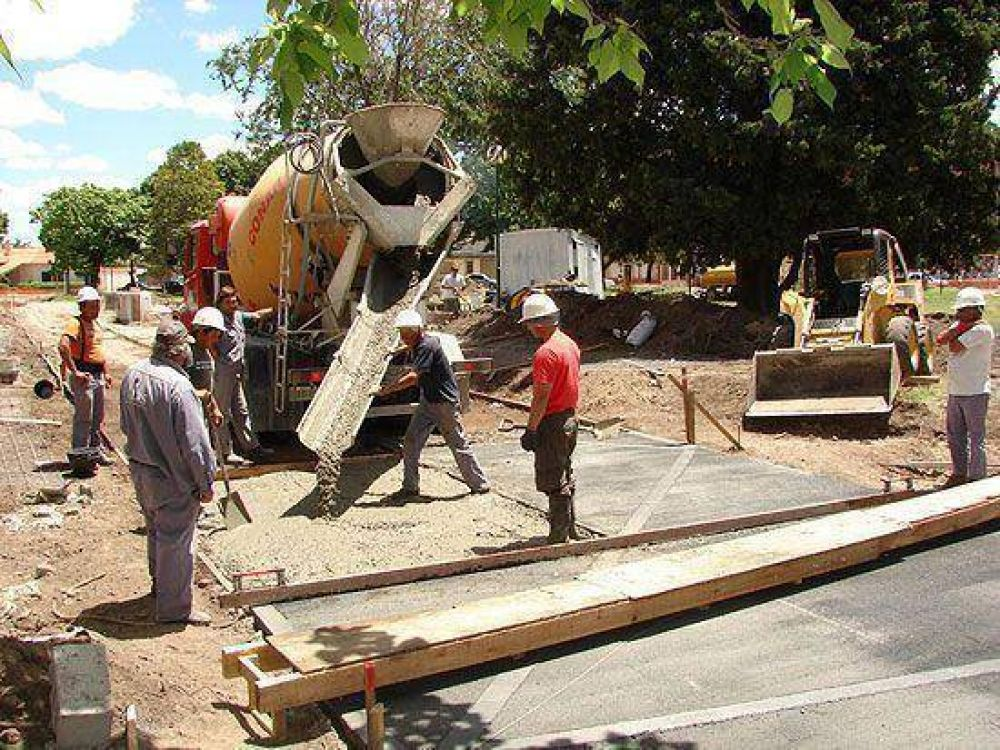 Continúa la reforma integral de la Plaza López Camelo
