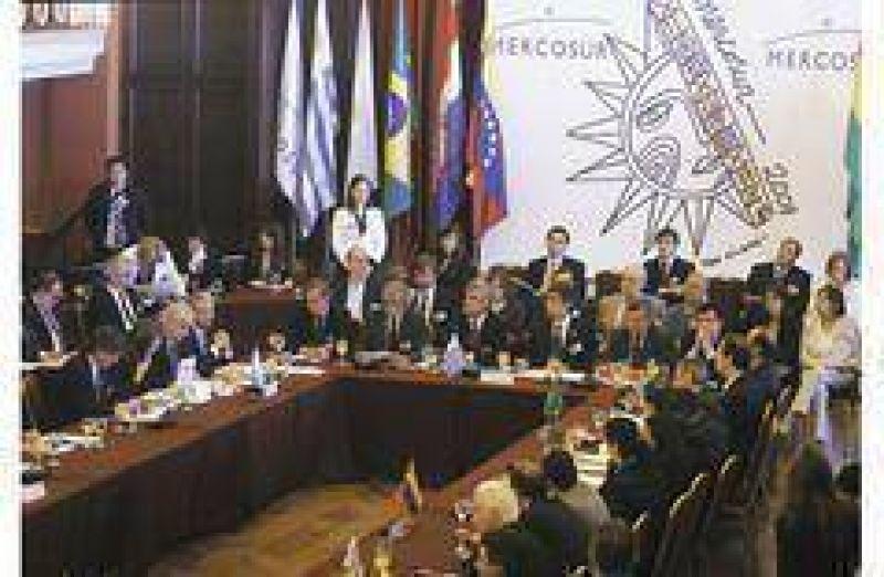 Mercosur acordó mayor protección frente al mundo y menor dependencia del dólar