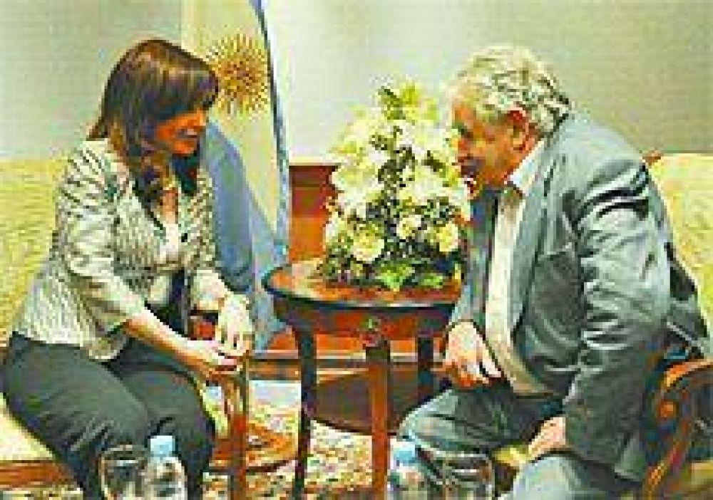 Mujica tiende puentes sobre aguas turbulentas
