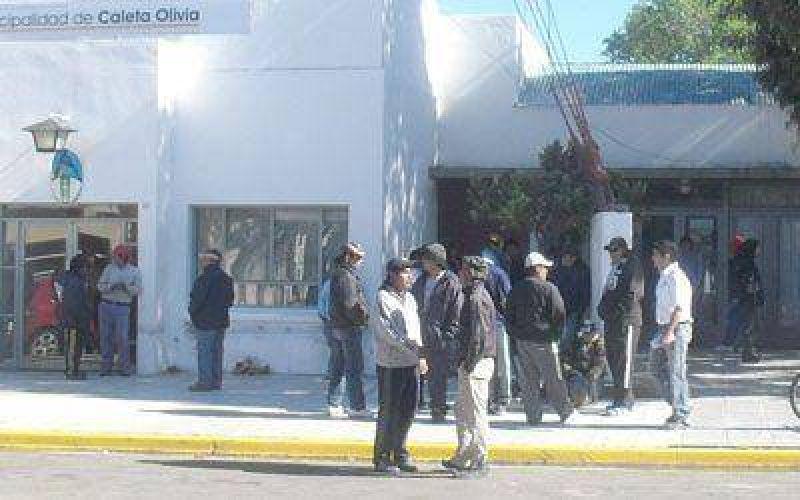 Desocupados de UOCRA volvieron a cortar la ruta de ingreso a Caleta