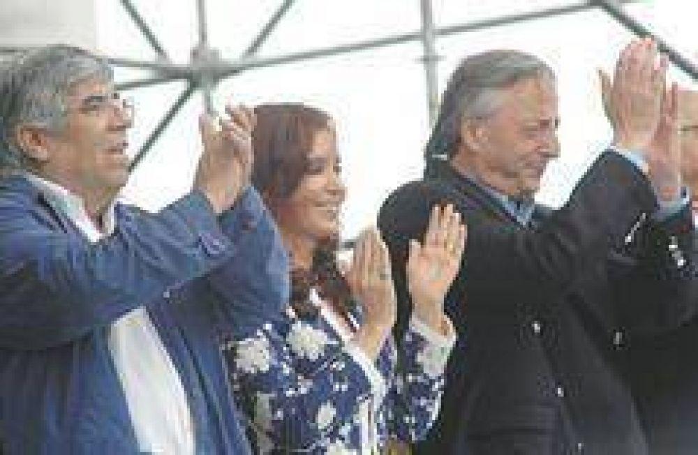 Moyano llena Vélez para Cristina y en defensa del monopolio sindical