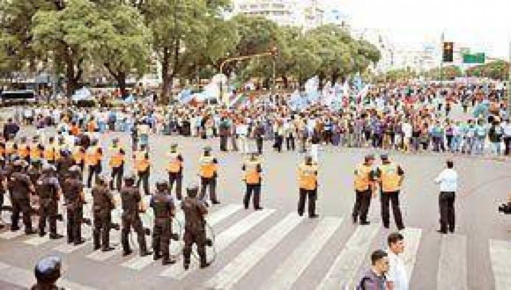 Otro acampe de grupos piqueteros en la 9 de Julio en reclamo de planes