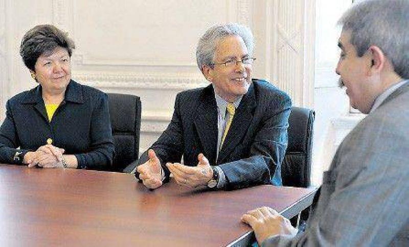 Valenzuela se reuni� con la oposici�n y el Gobierno