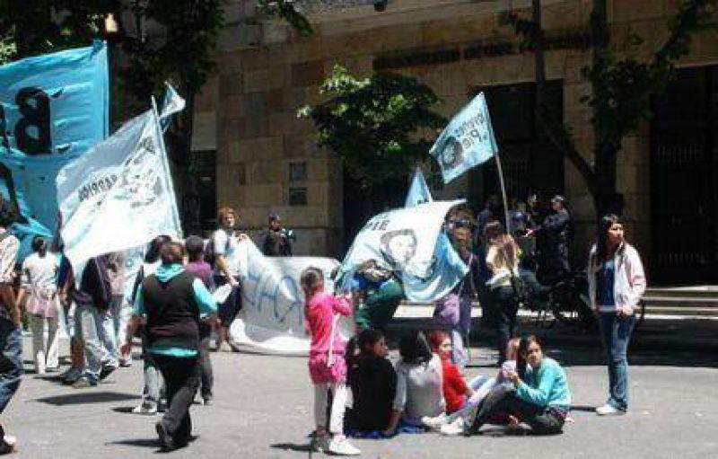 Movilización de Barrios de Pie ante la Municipalidad