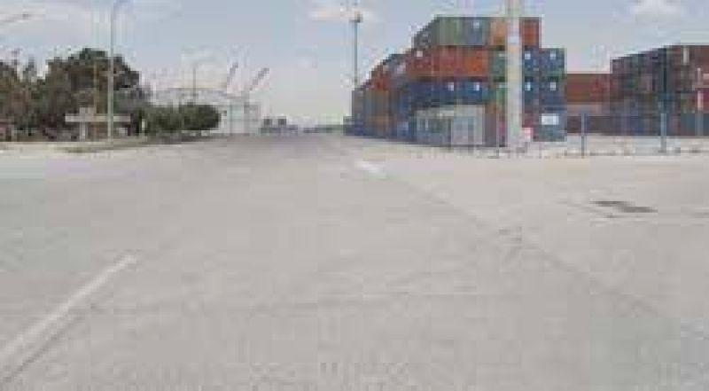 El puerto sigue paralizado y son millonarias las pérdidas