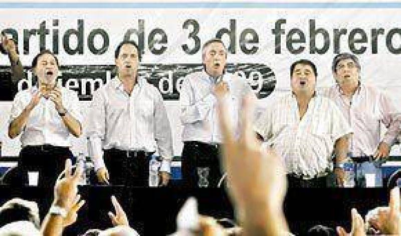 Pese a cr�ticas y ausencias, Kirchner impuso su juego en el PJ bonaerense