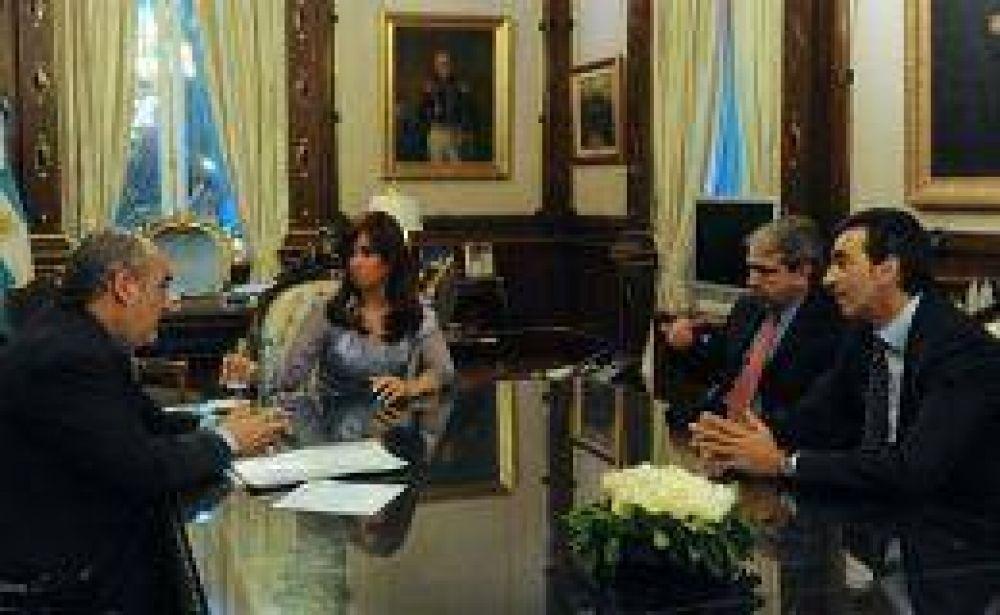 En busca de fondos, Colombi visitó a Cristina