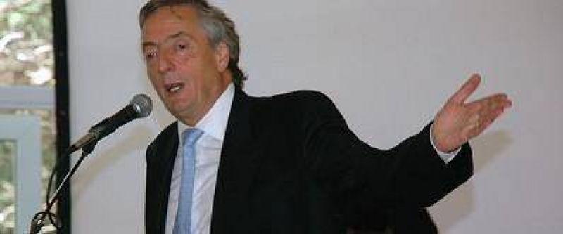 Kirchner cruzó duro a Duhalde y dijo 'no me retiro ni me rindo