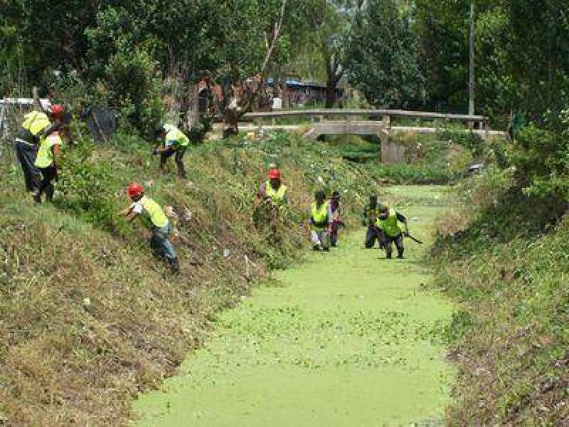 """Avanzan trabajos de limpieza en el arroyo """"Las Chacras"""