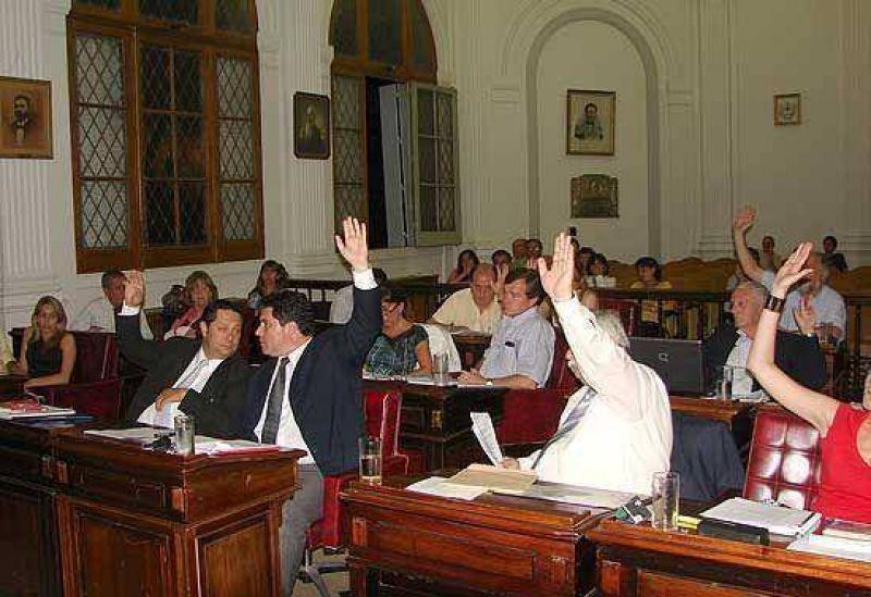 Oposici�n dividida: cuatro se pasaron a un tercer proyecto y las tasas del 2010 tendr�n suba